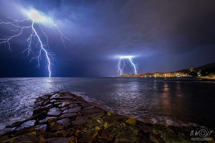 Lightning. natural energy in the lens of professional photographers 11