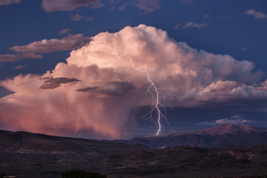 Lightning. natural energy in the lens of professional photographers 16