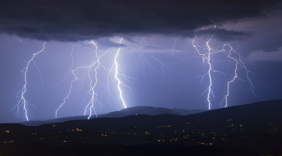 Lightning. natural energy in the lens of professional photographers 17