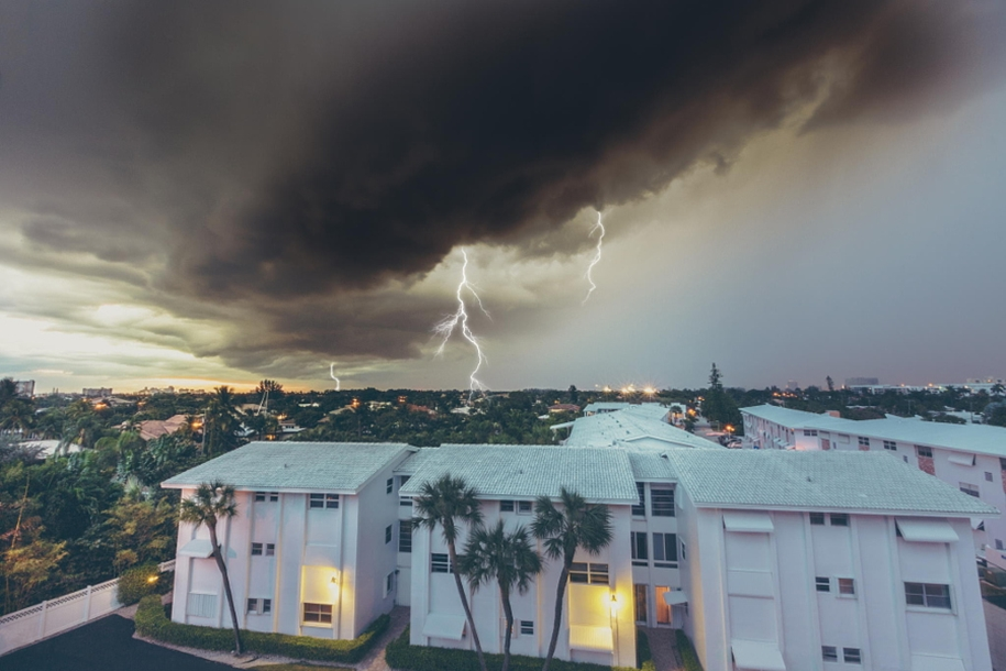 Lightning. natural energy in the lens of professional photographers 18