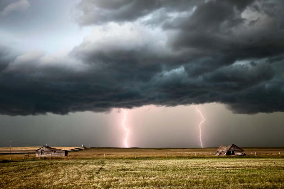 Lightning. natural energy in the lens of professional photographers 24