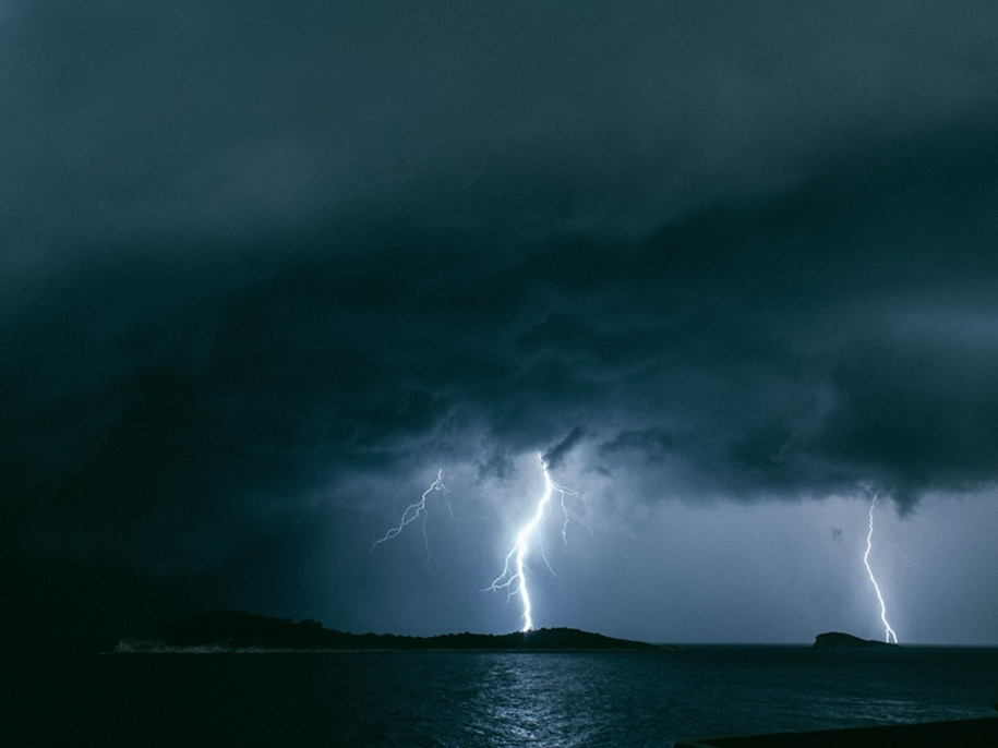 Lightning. natural energy in the lens of professional photographers 27