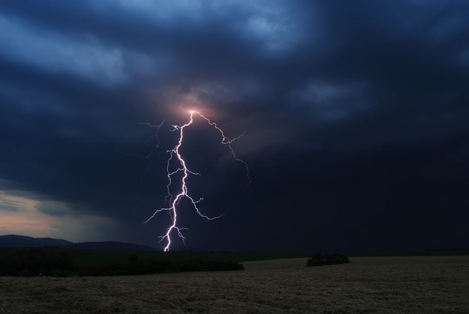 Lightning. natural energy in the lens of professional photographers 28