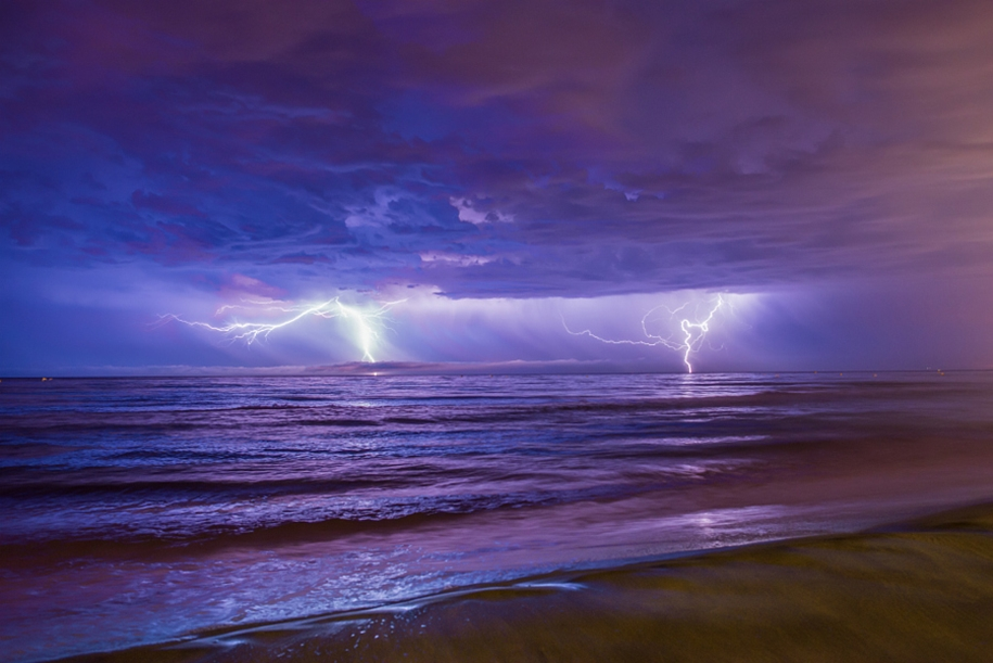 Lightning. natural energy in the lens of professional photographers 31