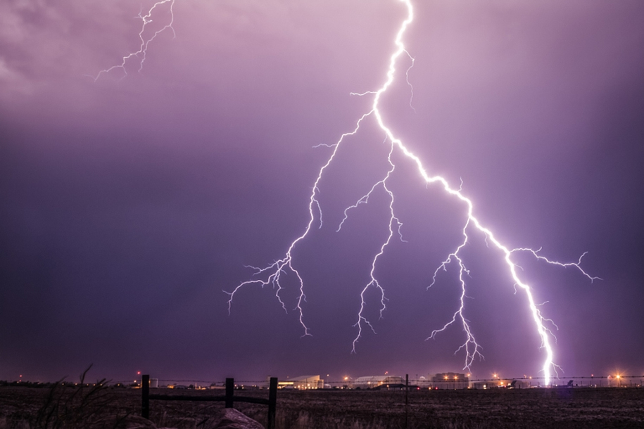 Lightning. natural energy in the lens of professional photographers 32