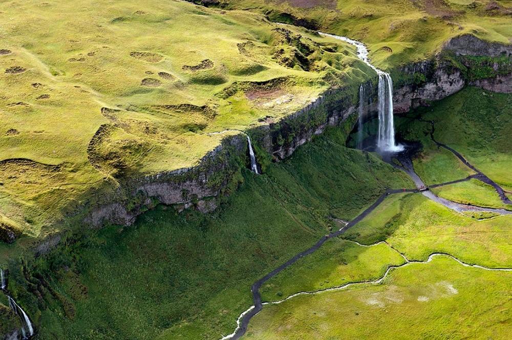 Scenic Norwegian waterfall, Seljalandsfoss 09