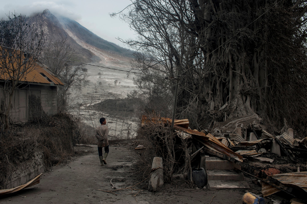 The effects of the eruption of a volcano in Indonesia 02