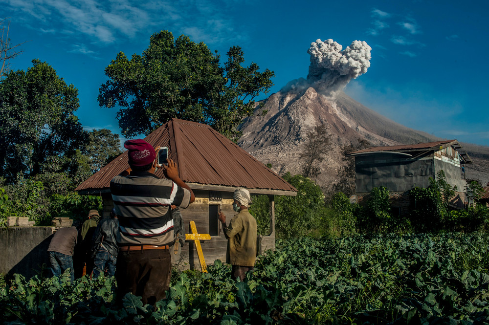 The effects of the eruption of a volcano in Indonesia 03