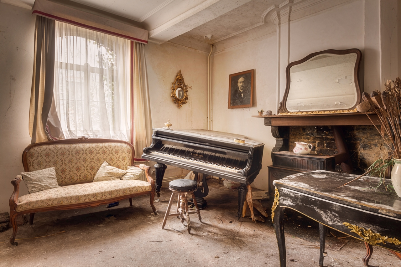 The ghosts of abandoned pianos 01