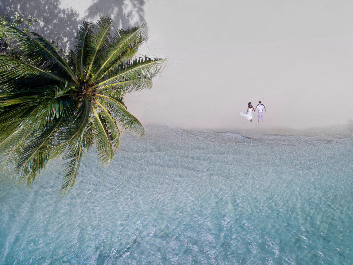 The striking beauty of wedding photos taken with a drone 04