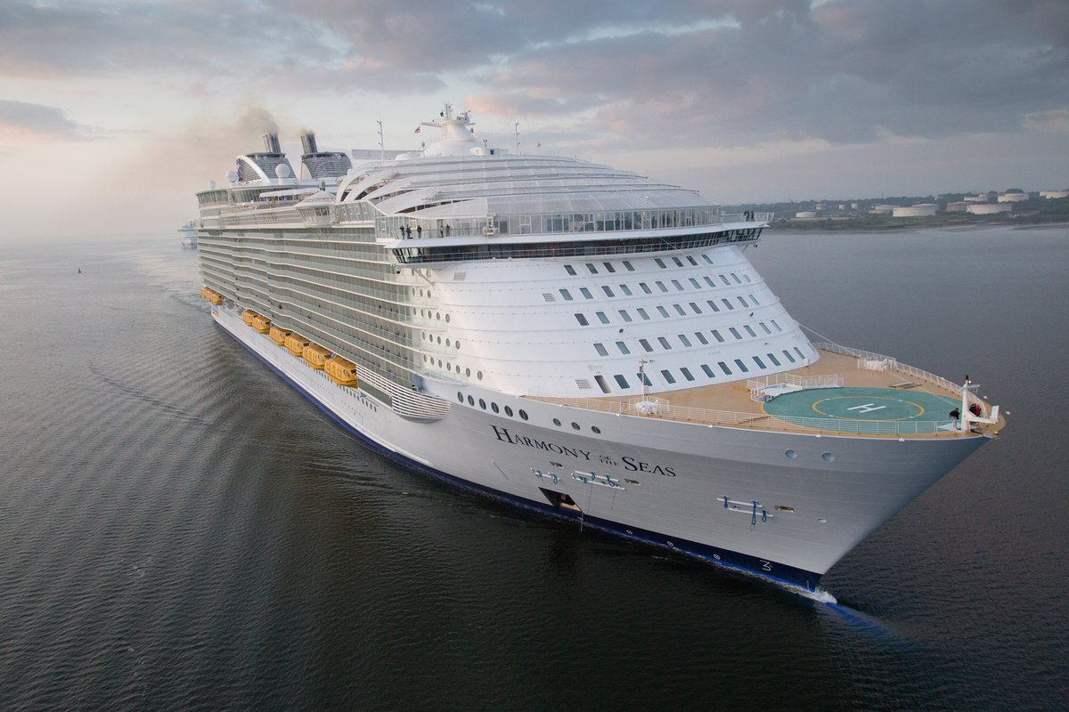The world's largest cruise ship ready for your first journey 01