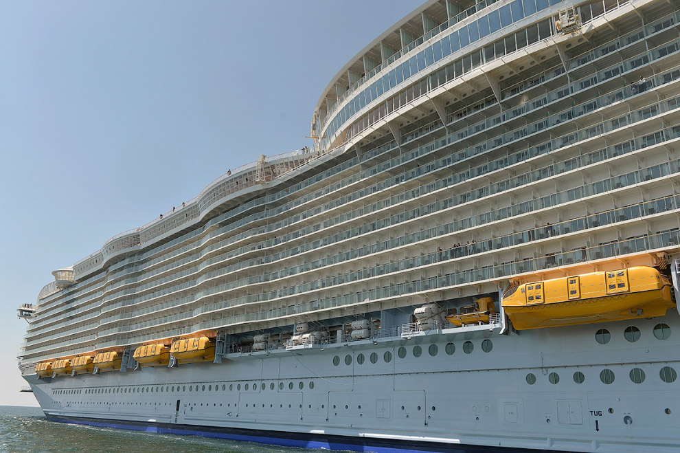 The world's largest cruise ship ready for your first journey 11