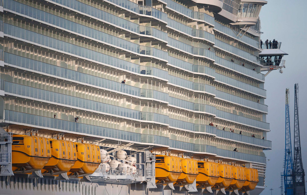 The world's largest cruise ship ready for your first journey 13