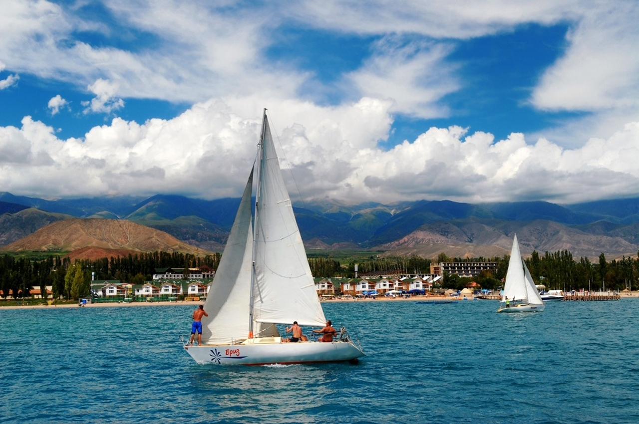 A beautiful video about the lake Issyk-Kul