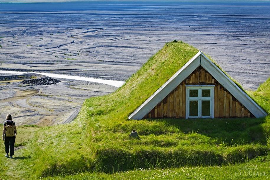Fabulous beauty Scandinavian homes with green roofs 05