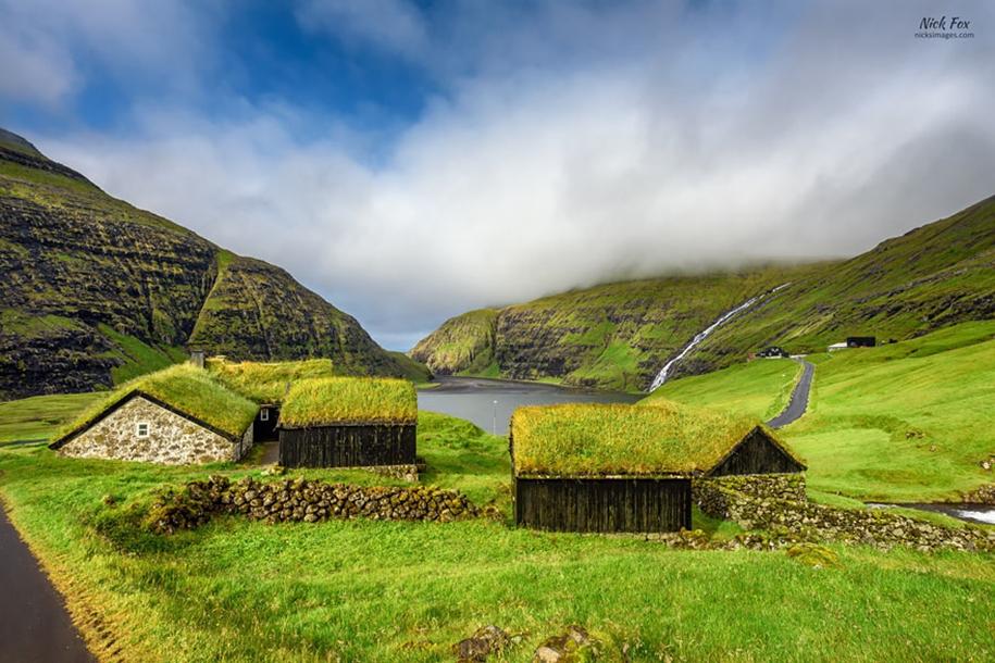 Fabulous beauty Scandinavian homes with green roofs 07