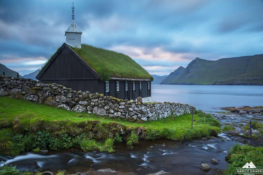 Fabulous beauty Scandinavian homes with green roofs 08