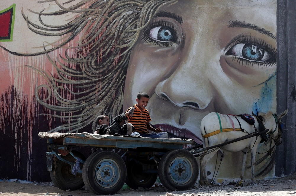 Interesting street art from the streets of different cities 22