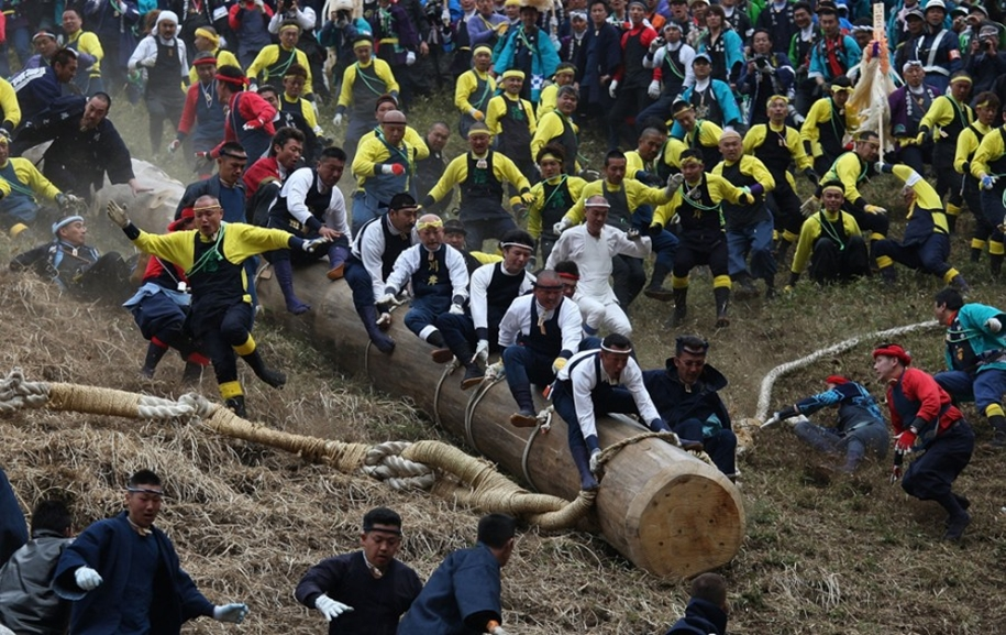 Онбасира-мацури — опаснейший японский фестиваль