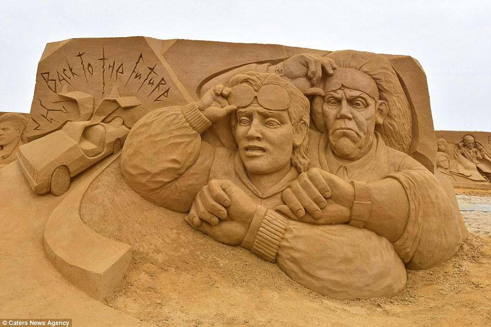 Sand sculptures of the stars of show business at the festival -Sand Sculpture Festival- in Ostend 02