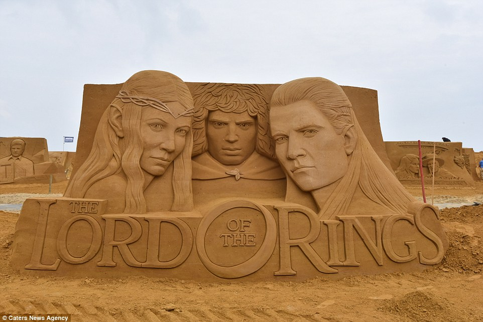 Sand sculptures of the stars of show business at the festival -Sand Sculpture Festival- in Ostend 03