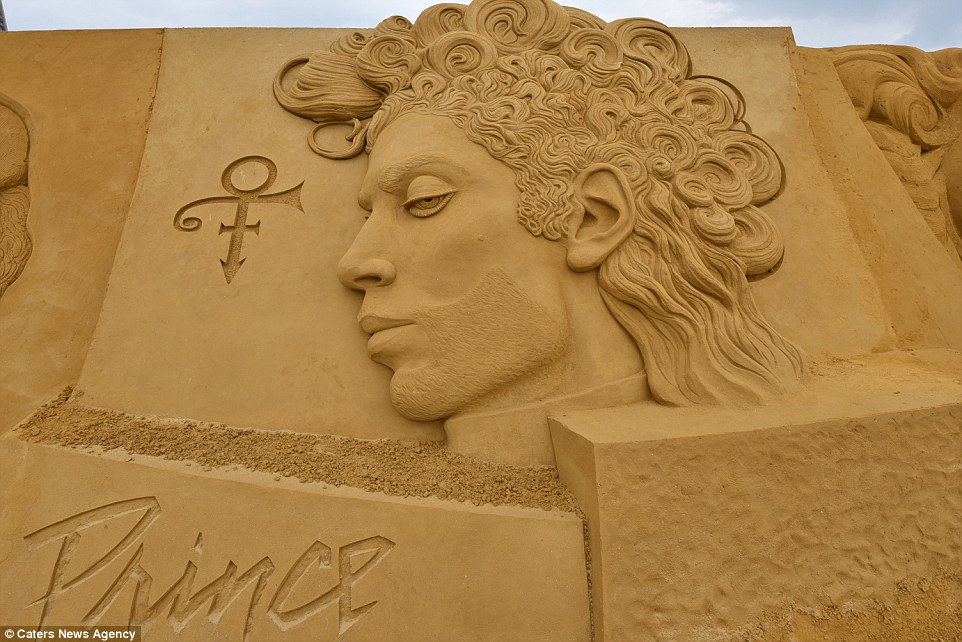 Sand sculptures of the stars of show business at the festival -Sand Sculpture Festival- in Ostend 05