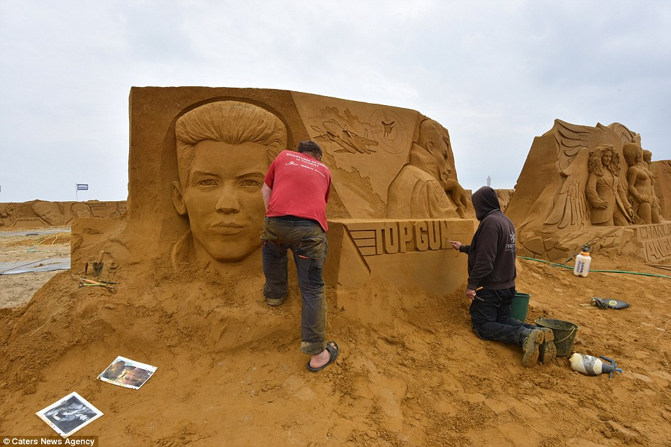 Sand sculptures of the stars of show business at the festival -Sand Sculpture Festival- in Ostend 10