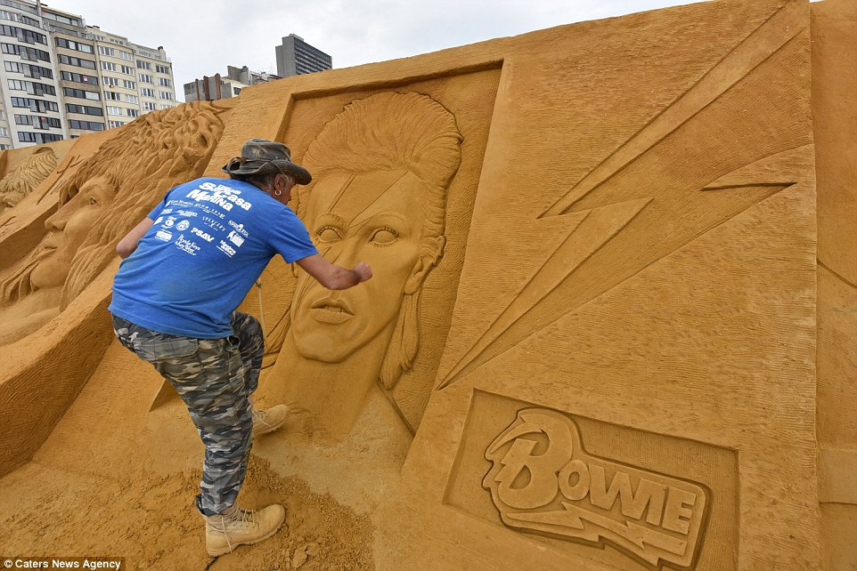 Sand sculptures of the stars of show business at the festival -Sand Sculpture Festival- in Ostend 11