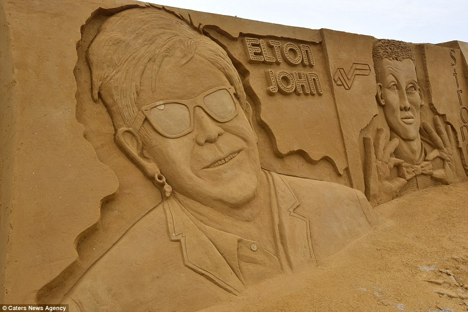 Sand sculptures of the stars of show business at the festival -Sand Sculpture Festival- in Ostend 13