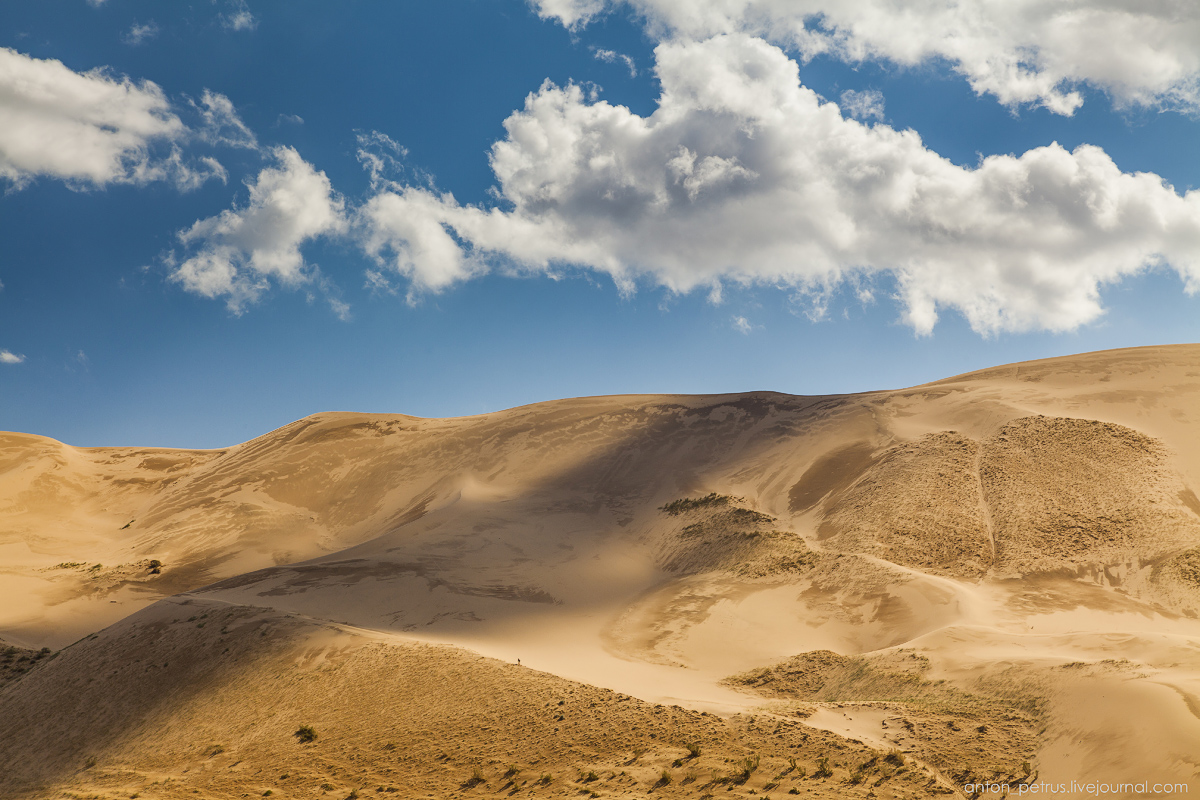 Singing Sands of the Gobi desert 02