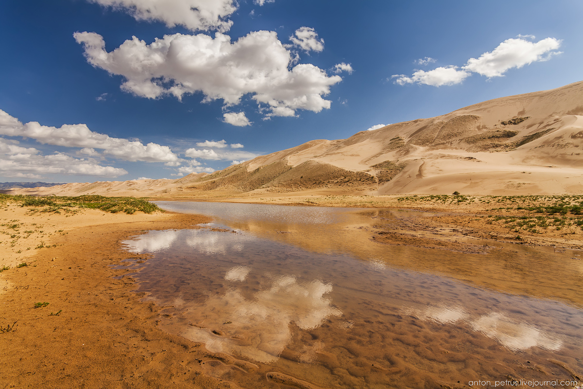 Singing Sands of the Gobi desert 03