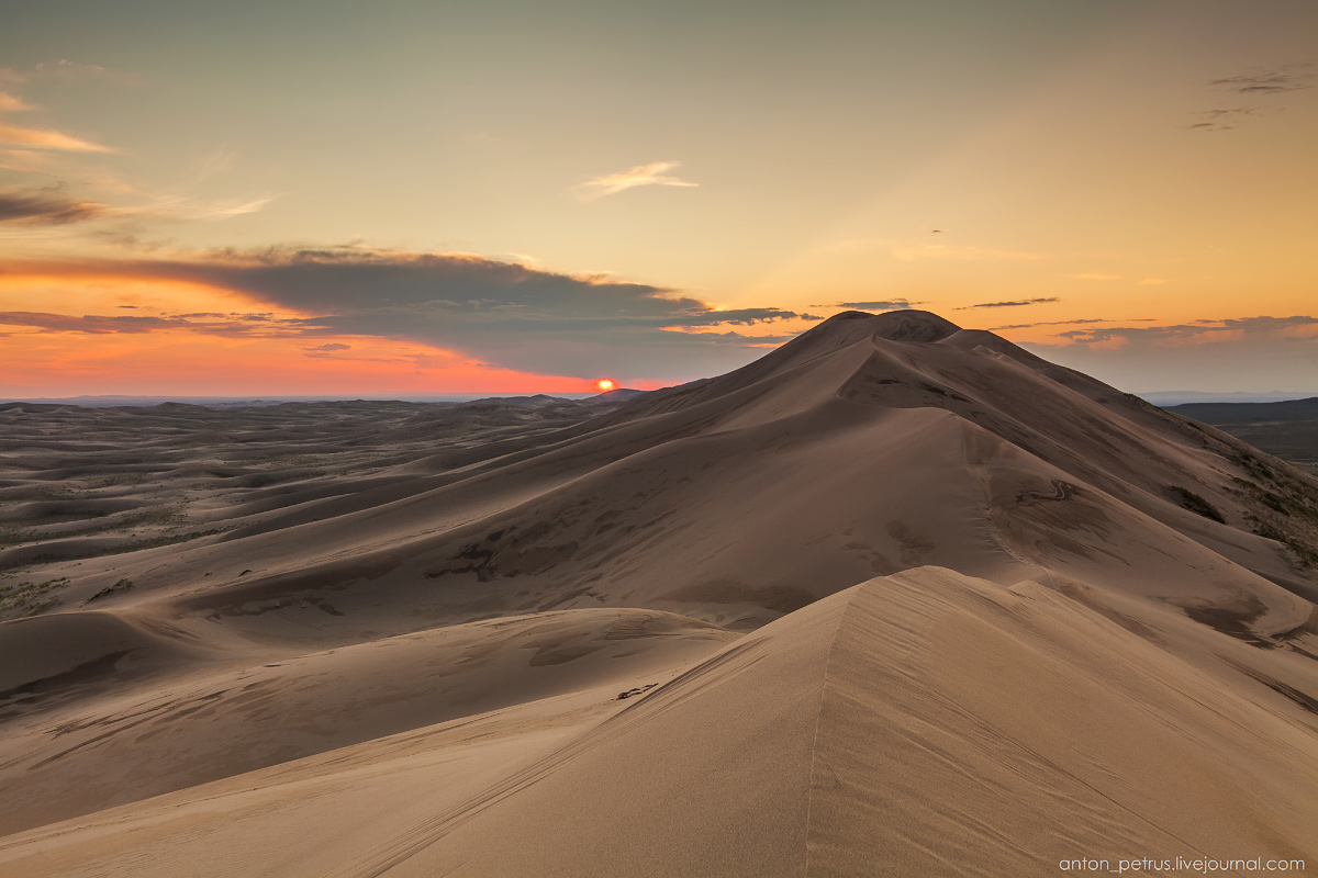 Singing Sands of the Gobi desert 16