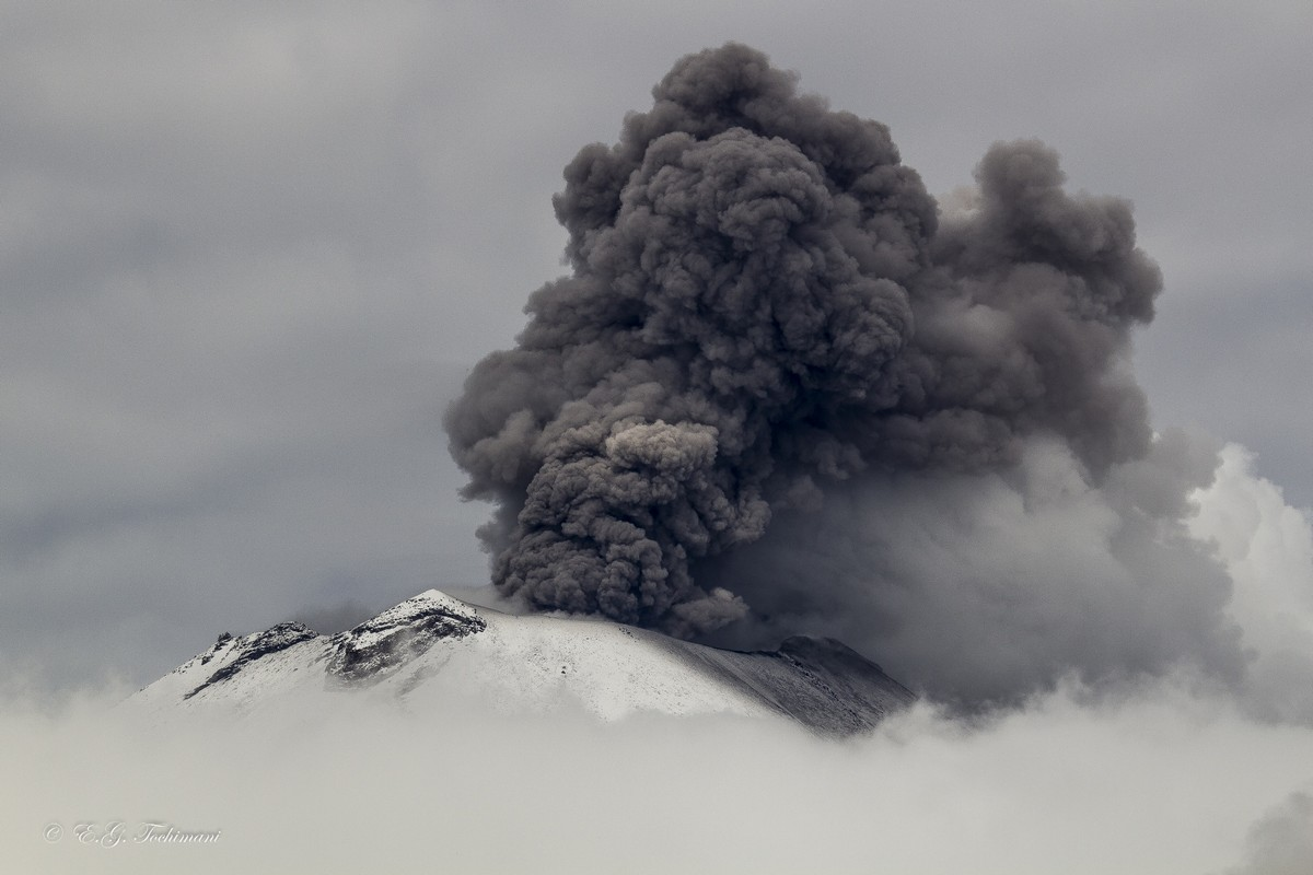 Stunning pictures of volcanoes Eric Gomez Tokimune 06