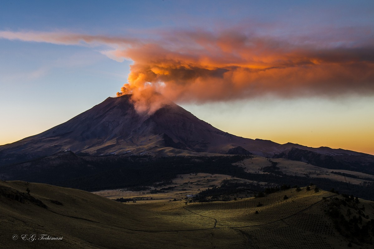 Stunning pictures of volcanoes Eric Gomez Tokimune 13