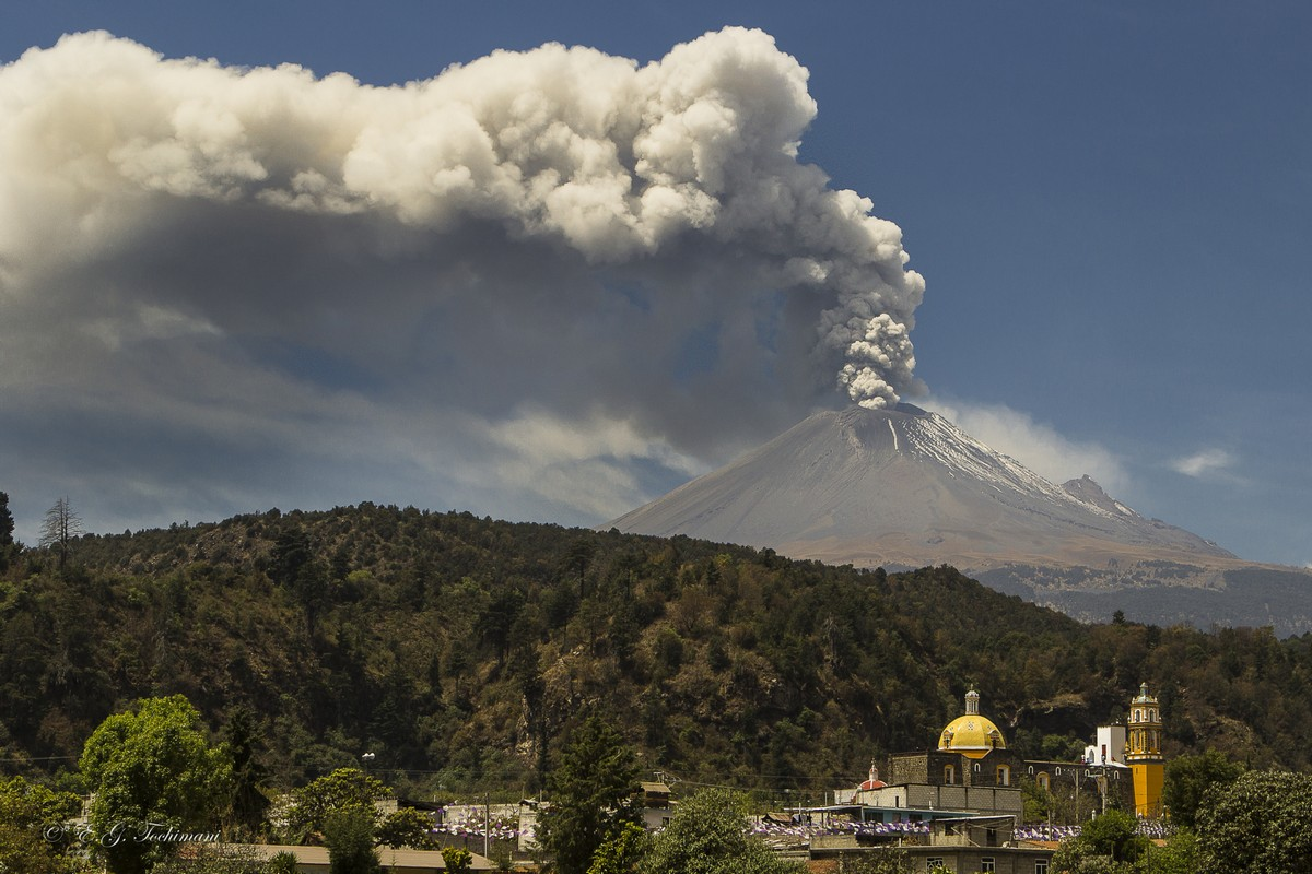 Stunning pictures of volcanoes Eric Gomez Tokimune 15