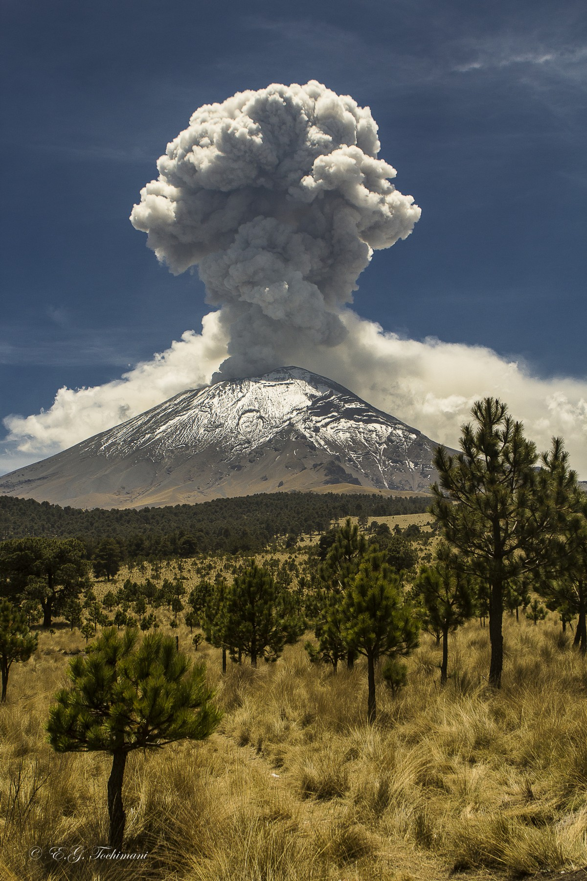 Stunning pictures of volcanoes Eric Gomez Tokimune 16
