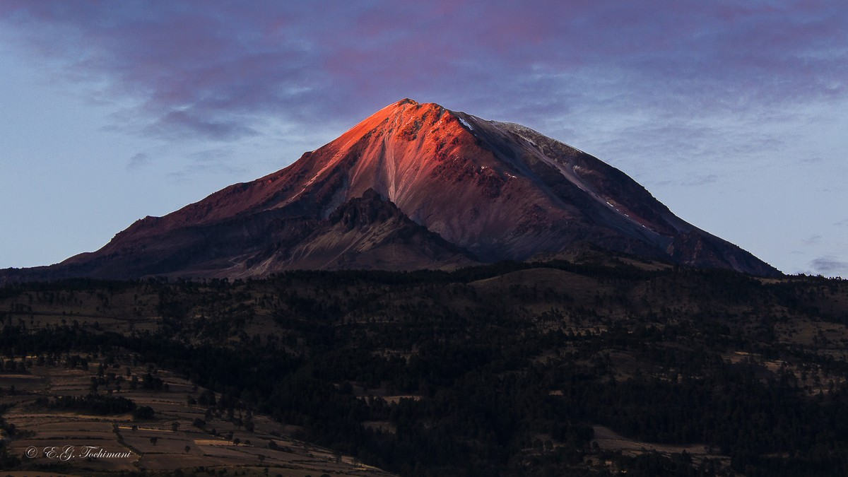 Stunning pictures of volcanoes Eric Gomez Tokimune 18