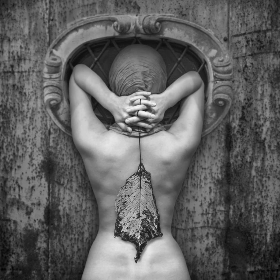 The surrealist work of photographer Dariusz Klimczak 04