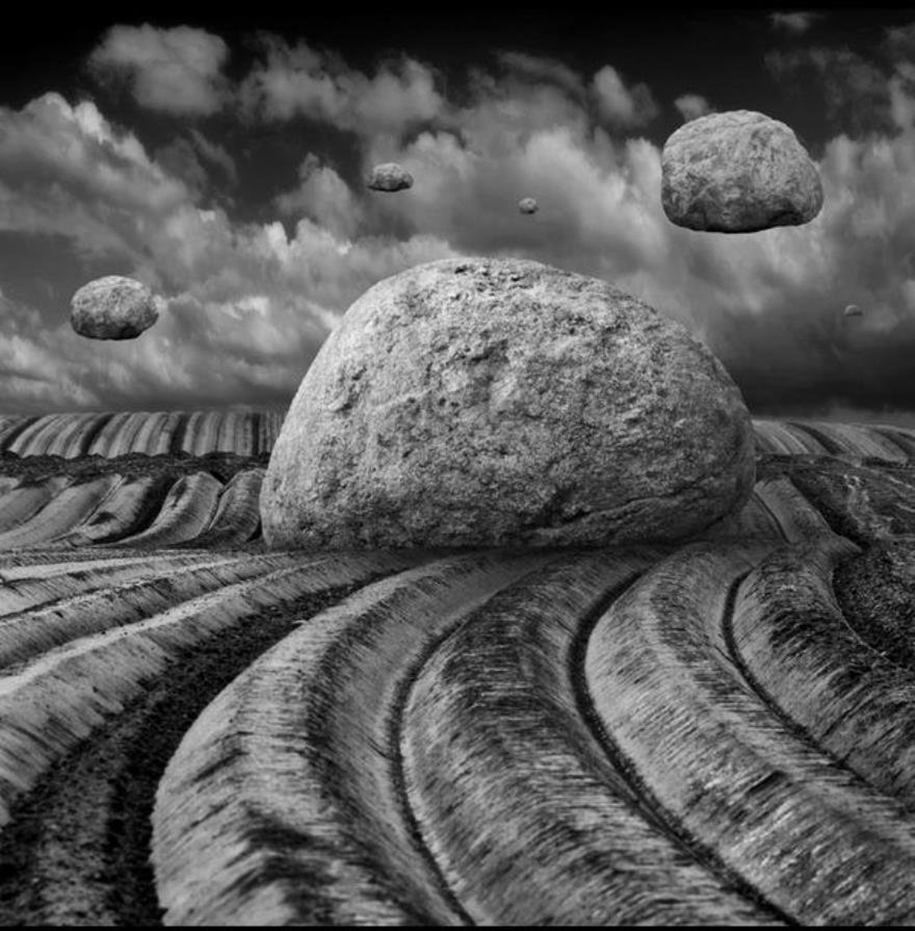 The surrealist work of photographer Dariusz Klimczak 13