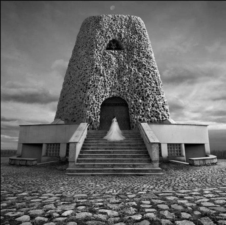 The surrealist work of photographer Dariusz Klimczak 17
