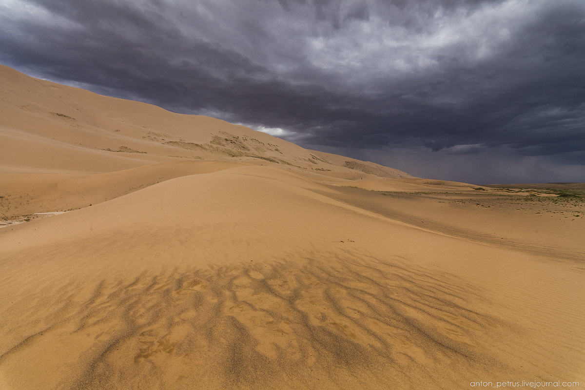 Unique landscapes of the Gobi desert 03