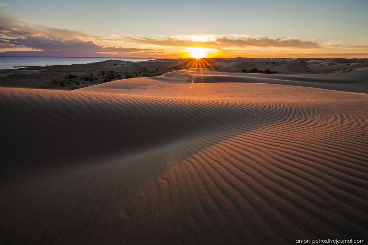 Mongolia in scenery from desert to mountain lakes 05