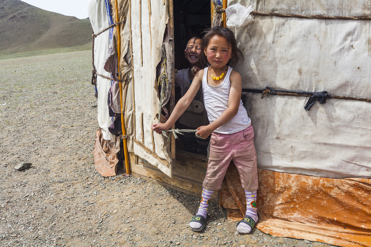 Mongolia in scenery from desert to mountain lakes 06