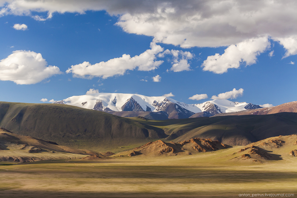 Mongolia in scenery from desert to mountain lakes 07