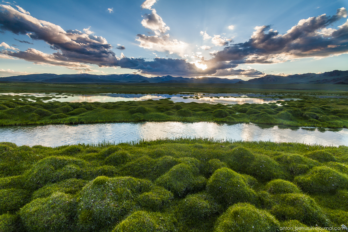Mongolia in scenery from desert to mountain lakes 08