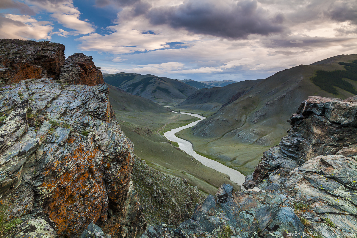 Mongolia in scenery from desert to mountain lakes 09