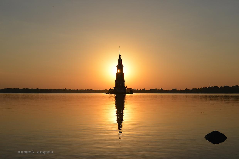Затопленная колокольня — символ города Калязин