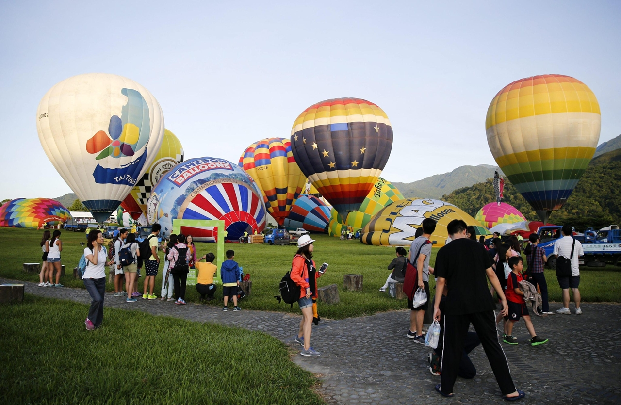 2016-international-hot-air-balloon-festival-in-taiwan-08