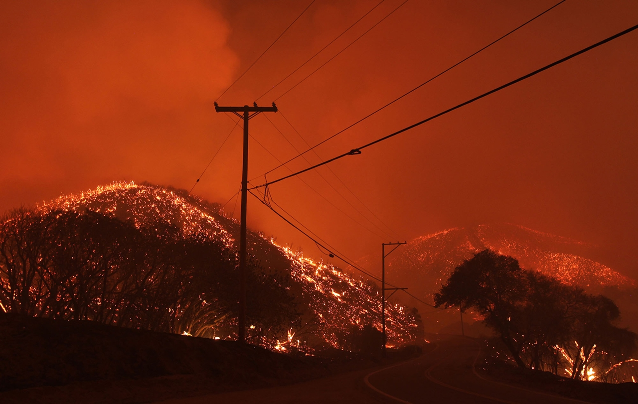 terrible-beauty-of-fire-in-california-04