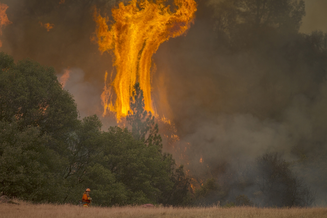 terrible-beauty-of-fire-in-california-05